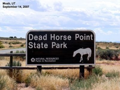 Sign at the entrance to the Dead Horse Point State Park image. Click for full size.