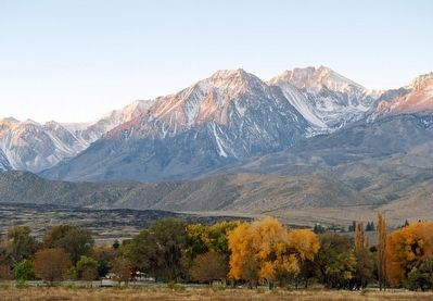 Eastern Sierra Alpenglow image. Click for full size.