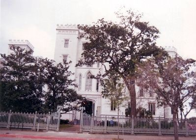 Louisana Old State Capitol Building image. Click for full size.