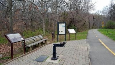 Mount Vernon Trail (facing north) image. Click for full size.