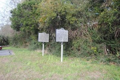 Pinckney Island Marker (right) image. Click for full size.