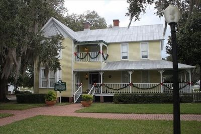 Ephraim M. Baynard House 1894 Marker with house decorated for Christmas image. Click for full size.