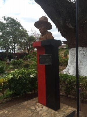Bust of Sandino and additional marker image. Click for full size.