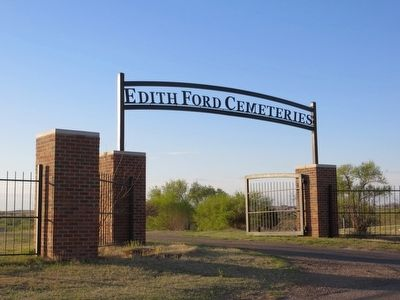 Edith Ford Memorial Cemetery image. Click for full size.