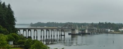 Siuslaw River Bridge (<i>morning fog</i>) image. Click for full size.