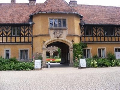 Cecilienhof Palace-entrance image. Click for full size.
