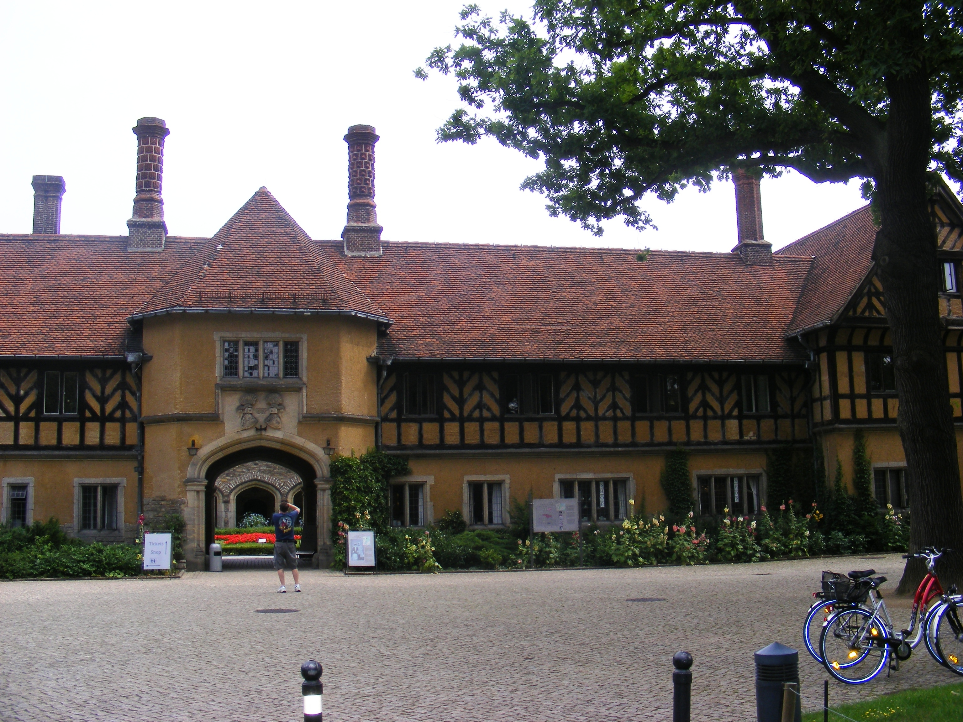 Cecilienhof Palace-entrance