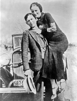 Clyde Barrow and Bonnie Parker image. Click for full size.