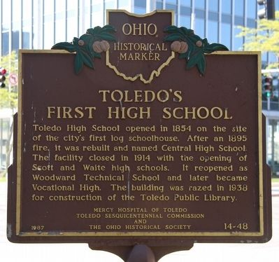 Toledo's First High School / Toledo-Lucas County Public Library Marker image. Click for full size.
