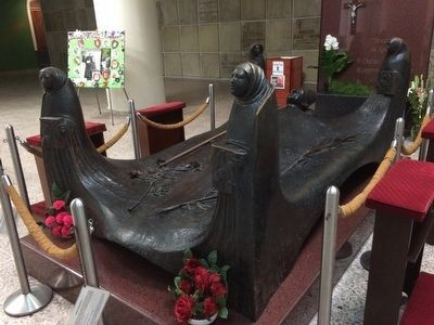 Another view of the tomb of Archbishop Oscar Romero image. Click for full size.