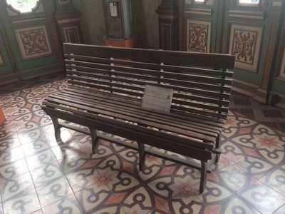 Park bench where Doctor Manuel Enrique Araujo was sitting when attacked. image. Click for full size.