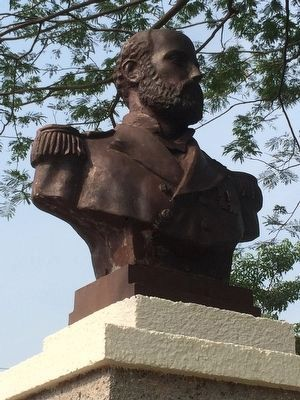 Nearby bust of Chilean Naval hero Arturo Prat image. Click for full size.