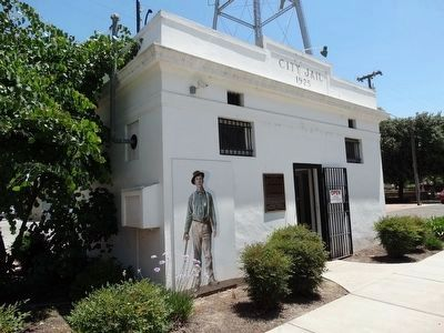 The Historic Kingsburg Jail and Marker image. Click for full size.