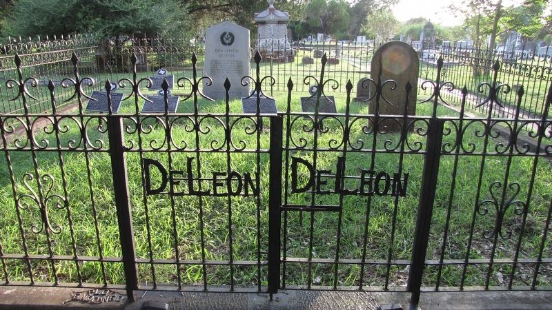 Agapito De Leon Marker, front row, far right, in the De Leon family plot, Evergreen Cemetery image. Click for full size.