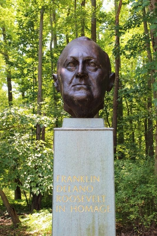 Bust of Franklin Roosevelt image. Click for full size.