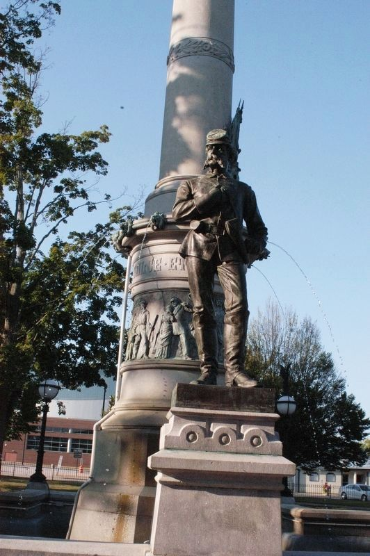 Manchester NH Civil War Memorial image. Click for full size.