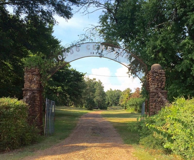 Rondo Cemetery entrance. image. Click for full size.