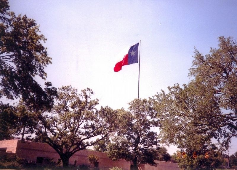 Texas State Flag flying in the cemetery image. Click for full size.