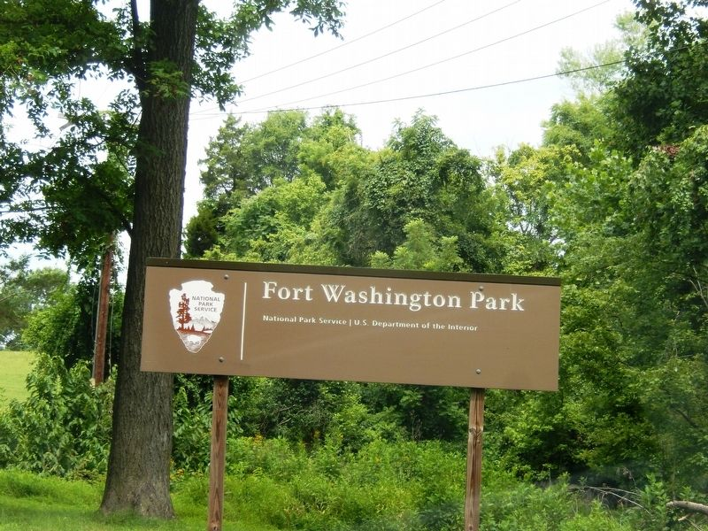 Sign at the entrance to Fort Washington Park image. Click for full size.
