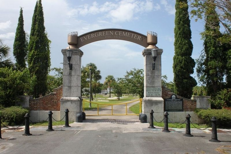 Evergreen Cemetery Marker and entry arch image. Click for full size.