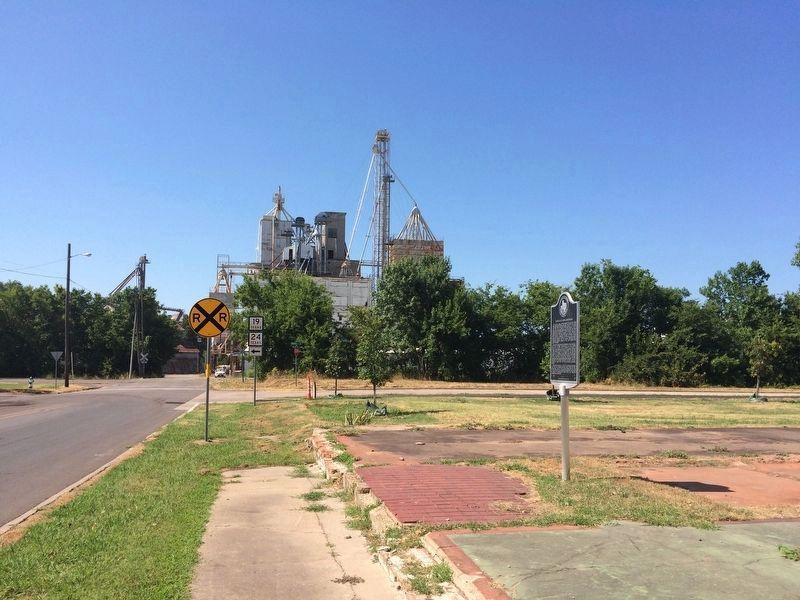 View from marker towards Ragland Mills (animal feed plant) and West Hearne Avenue. image. Click for full size.