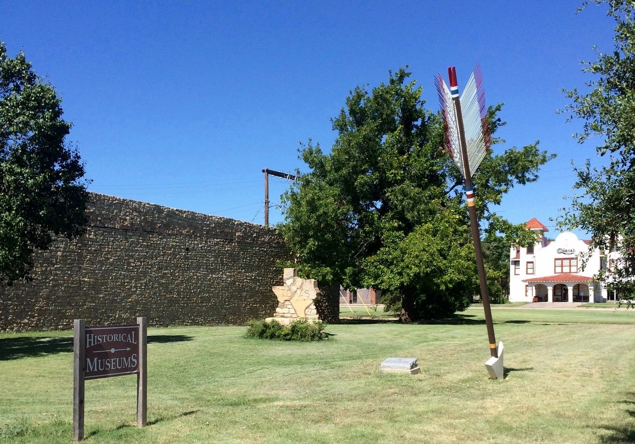 Quanah Parker Trail Marker, arrow and Texas map monument. image. Click for full size.