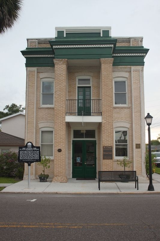 First National Bank/St. Cloud Chamber of Commerce Marker and building image. Click for full size.
