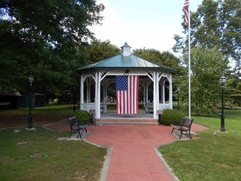 Gazebo in the park across Bank Street image. Click for full size.