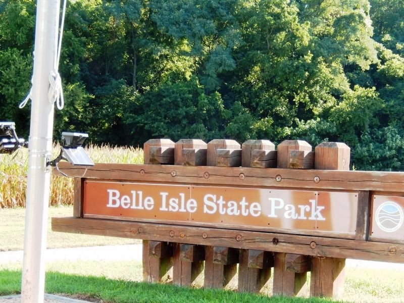 Sign at the entrance to Belle Isle State Park image. Click for full size.