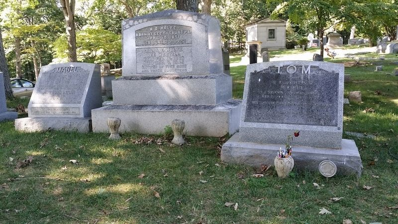 Wolfe family grave site at nearby Riverside Cemetery image. Click for full size.
