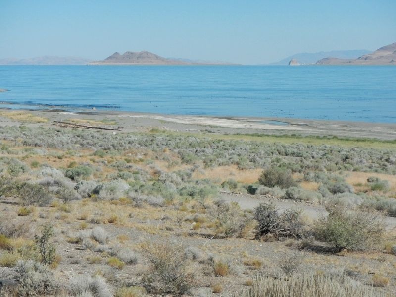Pyramid Lake from the south image. Click for full size.
