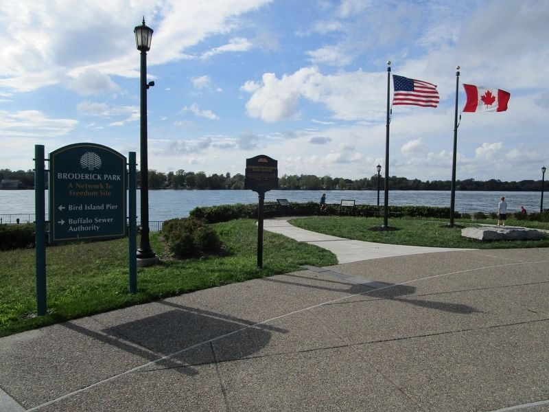 Marker & Niagara River Towards Canada image. Click for full size.