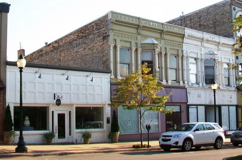 Giles Restaurant Building and Marker image. Click for full size.