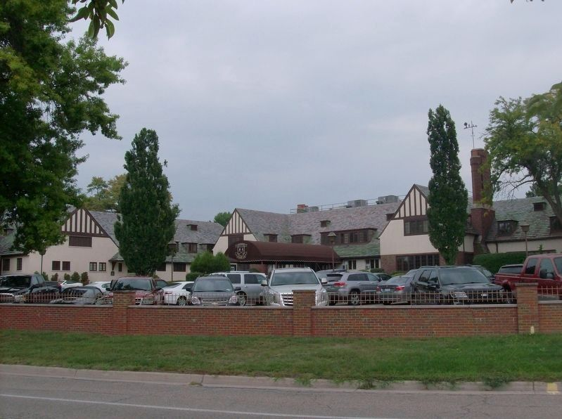 Dearborn Country Club clubhouse image. Click for full size.