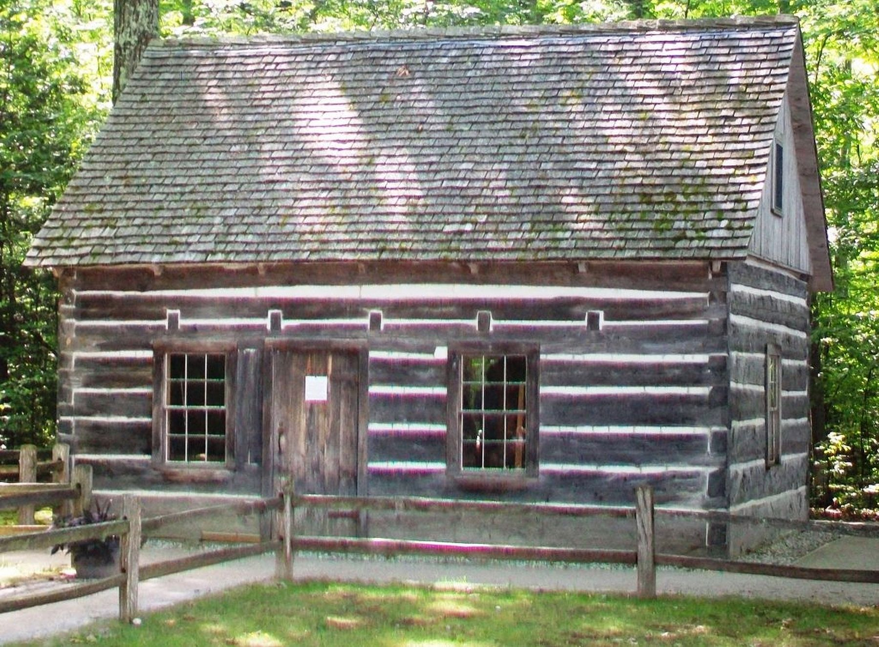 Hesler Log House image. Click for full size.