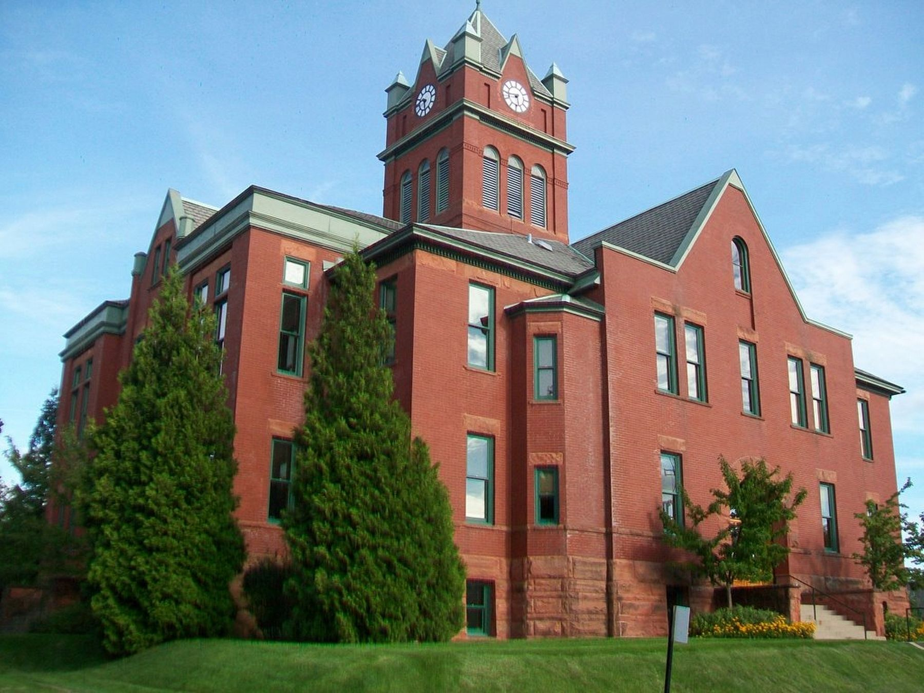 Grand Traverse County Courthouse image. Click for full size.