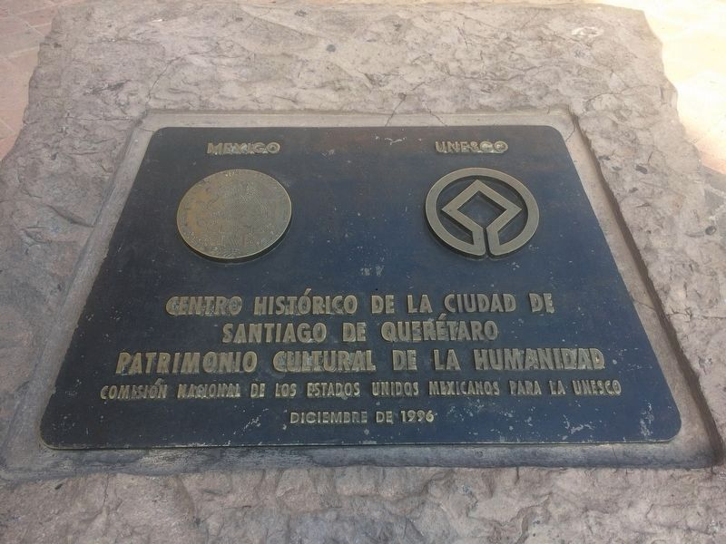 Additional UNESCO marker near the Arcade of Samaniego image. Click for full size.