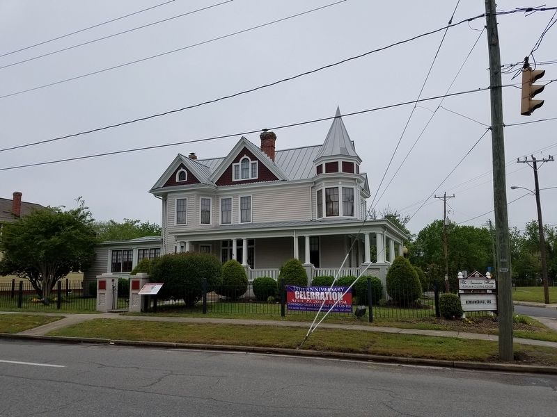 The Newsome House and Marker image. Click for full size.