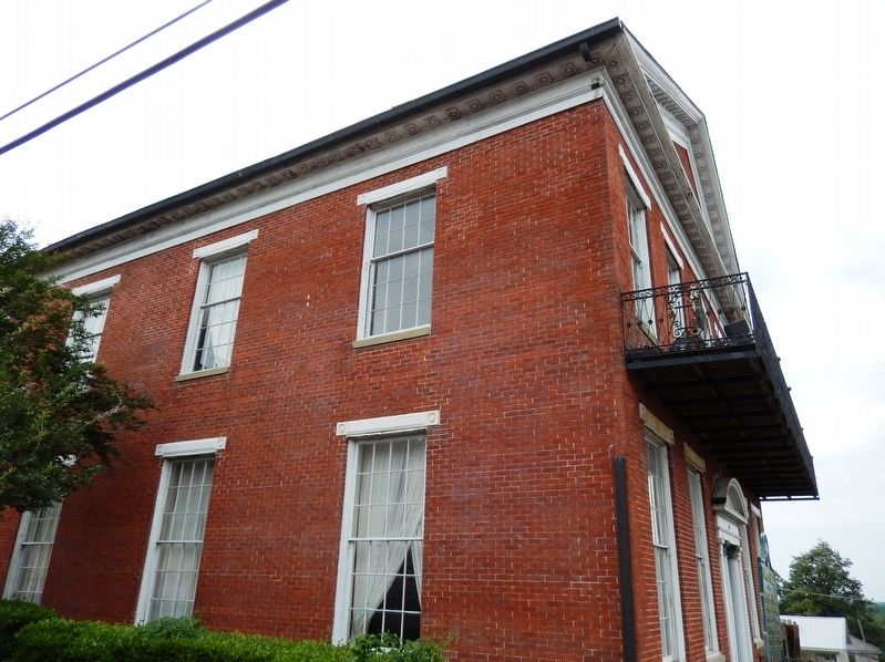 Planters' Hall (<i><b>side view</i></b>) image. Click for full size.