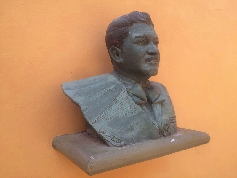 A bust of José Alfredo Jiménez by Sergio Peraza inside of the museum image. Click for full size.