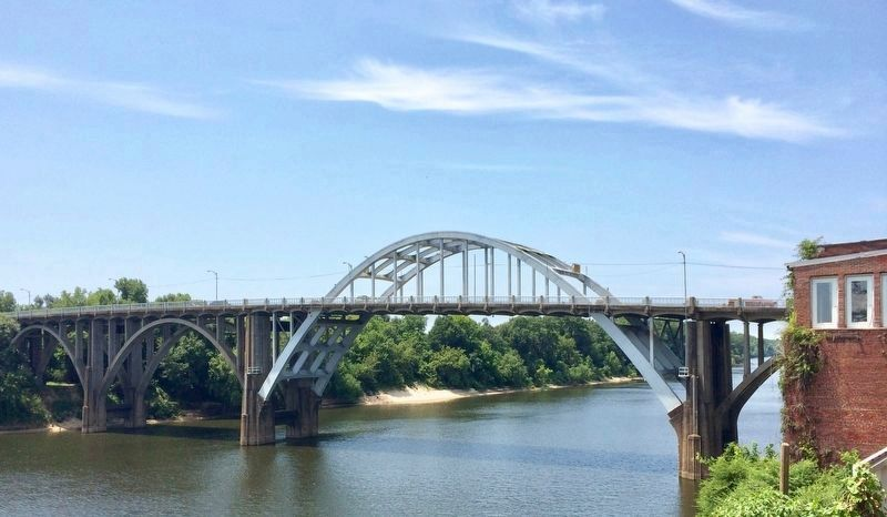 View from Washington Street of Edmund Pettus Bridge over the Alabama River. image. Click for full size.