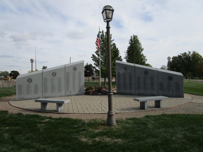 Tonawanda Veterans Memorial image. Click for full size.