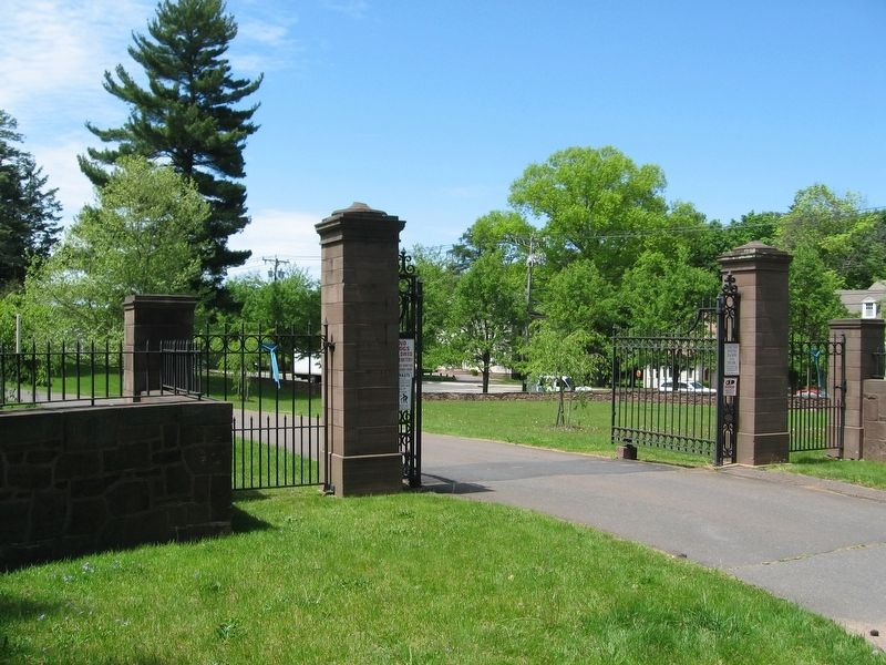 Indian Hill Cemetery Entrance image. Click for full size.