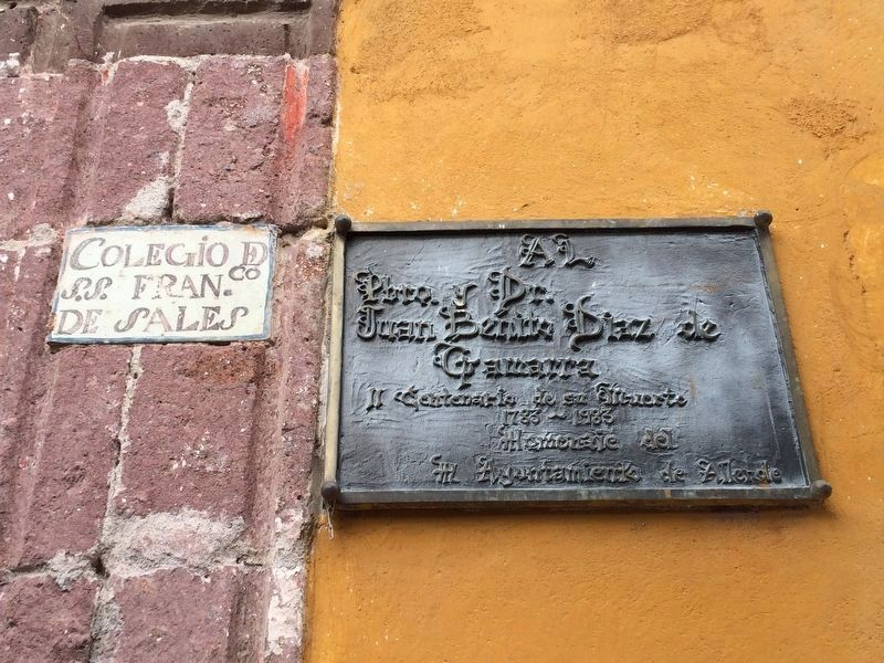 Additional marker on the right of the entrance to the Colegio de Sales image. Click for full size.