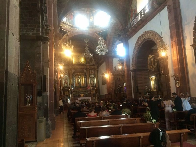 Interior of the Parroquia de San Miguel Arcángel (Parish of Saint Michael the Archangel). image. Click for full size.