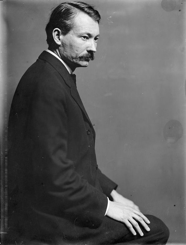 Robert Henri (1865-1929), the American painter, posed in the photographer's New York City studio... image. Click for full size.