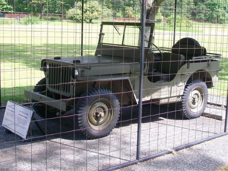 1942 Willys Jeep / Jeep Willys de 1942 and Marker image. Click for full size.