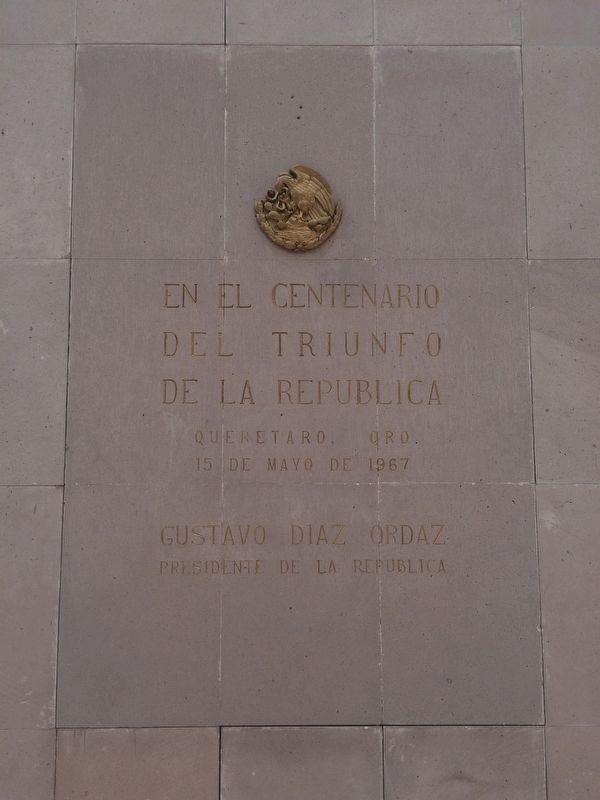 An additional marker on the statue of Benito Juárez image. Click for full size.