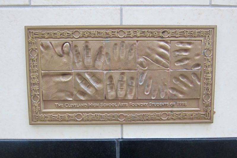 The Cleveland High School Arts Foundry Students of 1998 Plaque image. Click for full size.