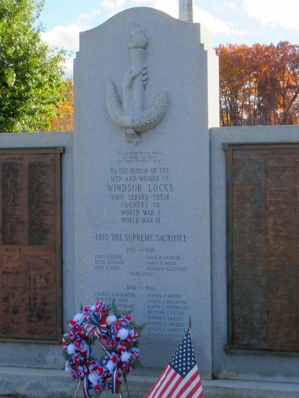 Windsor Locks World War I and II Monument image. Click for full size.